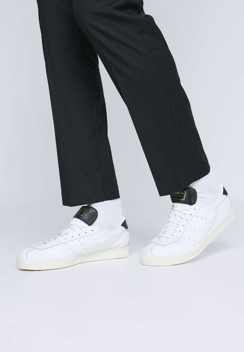 adidas Originals - LACOMBE - Sneakers basse - footwear white/core black/core white