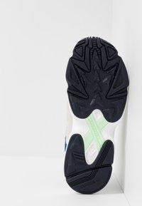 adidas Originals - YUNG-1 - Tenisky - footwear white/gloe green/collegiate royal - 5