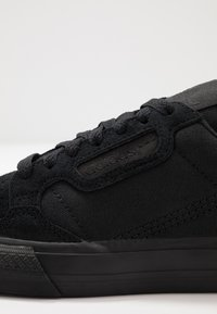 adidas Originals - CONTINENTAL VULCANIZED SKATEBOARD SHOES - Sneakersy niskie - core black/footwear white - 5