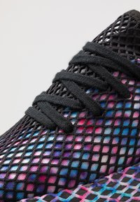 adidas Originals - DEERUPT RUNNER STREETWEAR-STYLE SHOES  - Trainers - core black/footwear white - 5