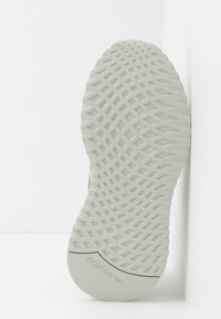 adidas Originals - U_PATH RUN RUNNING-STYLE SHOES - Joggesko - ash silver/raw khaki - 4