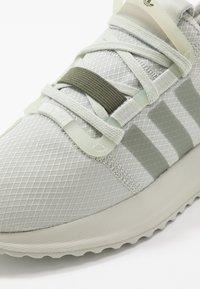 adidas Originals - U_PATH RUN RUNNING-STYLE SHOES - Joggesko - ash silver/raw khaki - 5
