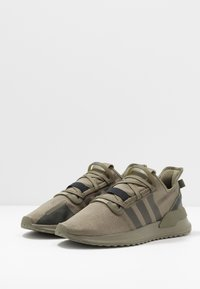 adidas Originals - U_PATH RUN RUNNING-STYLE SHOES - Sneakersy niskie - raw khaki/core black - 2