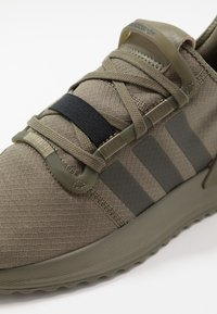 adidas Originals - U_PATH RUN RUNNING-STYLE SHOES - Sneakersy niskie - raw khaki/core black - 5