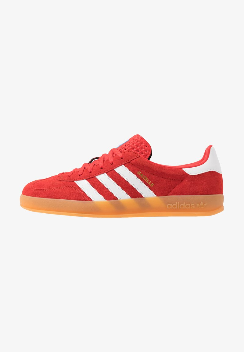 adidas Originals - GAZELLE INDOOR STREETWEAR-STYLE SHOES - Matalavartiset tennarit - active red/footwear white