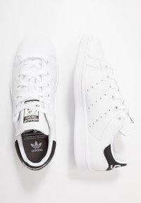adidas Originals - STAN SMITH NEON HEEL SHOES - Tenisky - footwear white/core black - 1