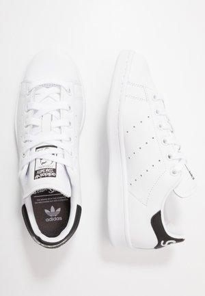 STAN SMITH NEON HEEL SHOES - Joggesko - footwear white/core black