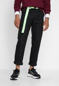 adidas Originals - OZWEEGO ADIPRENE+ RUNNING-STYLE SHOES - Matalavartiset tennarit - core black/solar green/onix - 0