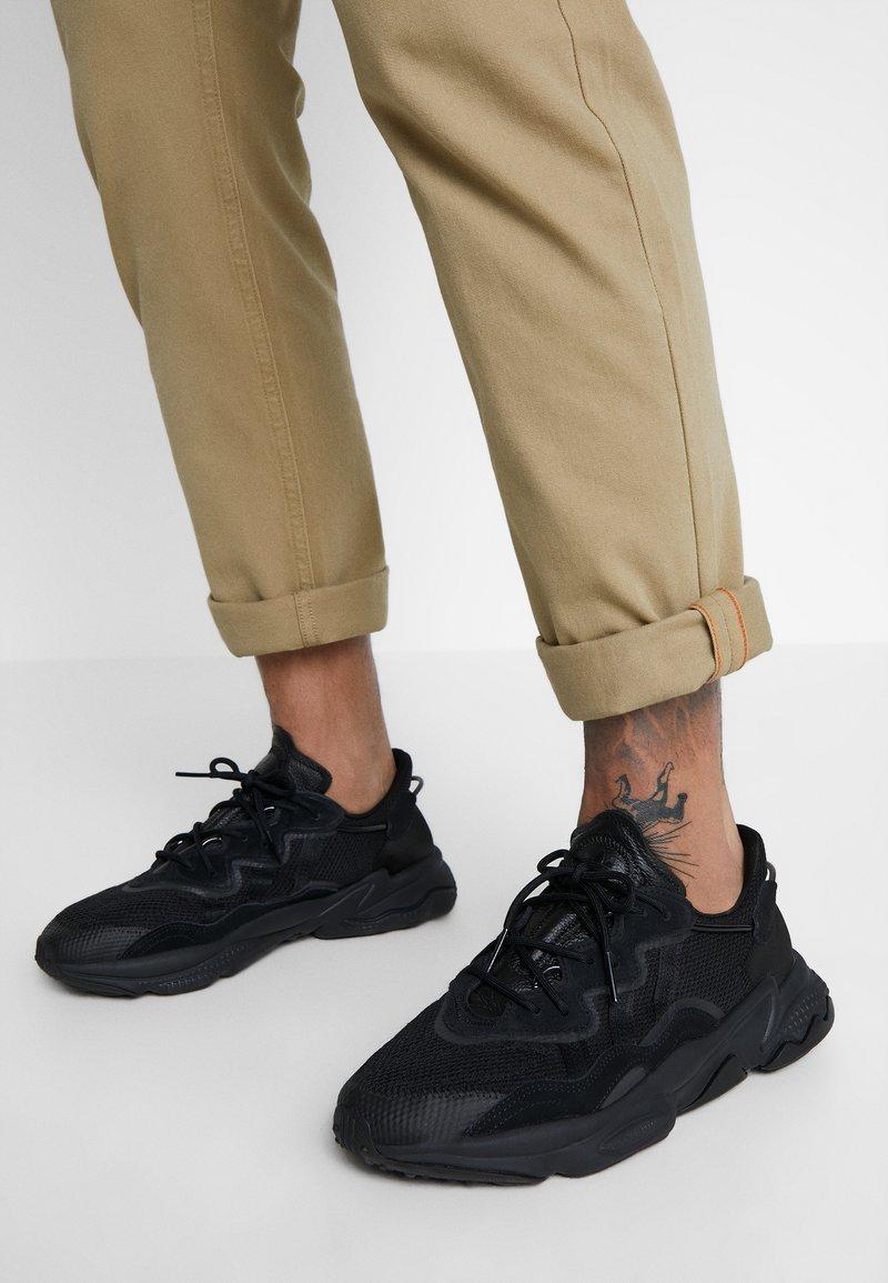 adidas Originals - OZWEEGO ADIPRENE+ RUNNING-STYLE SHOES - Sneakersy niskie - core black/carbon