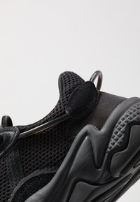 adidas Originals - OZWEEGO - Sneakers - core black/carbon - 6