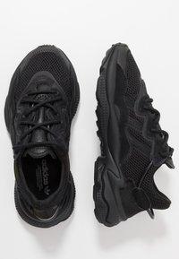 adidas Originals - OZWEEGO ADIPRENE+ RUNNING-STYLE SHOES - Sneakersy niskie - core black/carbon - 2