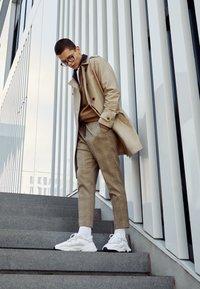 adidas Originals - OZWEEGO ADIPRENE+ RUNNING-STYLE SHOES - Sneakers basse - footwear white/core black - 6