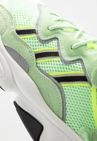 adidas Originals - OZWEEGO ADIPRENE+ RUNNING-STYLE SHOES - Matalavartiset tennarit - glow green/core black/solar yellow - 8