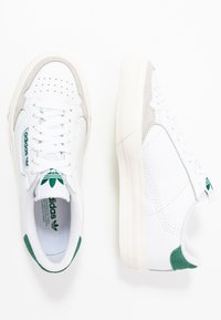 adidas Originals - CONTINENTAL - Zapatillas - footwear white/collegiate green