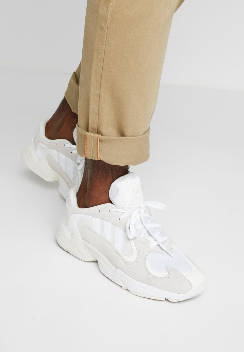 adidas Originals - YUNG-1 TORSION SYSTEM RUNNING-STYLE SHOES - Matalavartiset tennarit - cloud white/footwear white