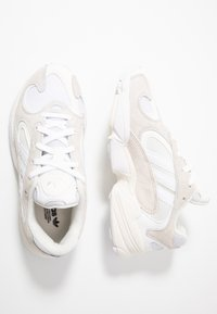 adidas Originals - YUNG-1 TORSION SYSTEM RUNNING-STYLE SHOES - Matalavartiset tennarit - cloud white/footwear white - 2