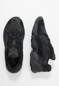 adidas Originals - YUNG-1 TORSION SYSTEM RUNNING-STYLE SHOES - Sneakersy niskie - core black/carbon - 2