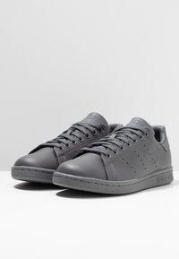 adidas Originals - STAN SMITH - Sneakersy niskie - grey five - 2