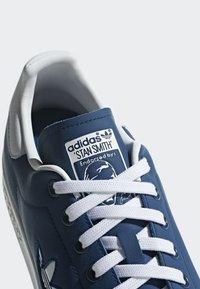 adidas Originals - STAN SMITH SHOES - Trainers - blue/white - 7