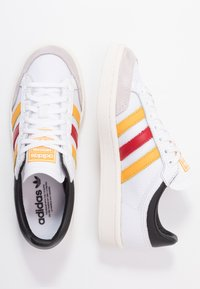 adidas Originals - AMERICANA  - Tenisky - footware white/active gold/scarlet - 1