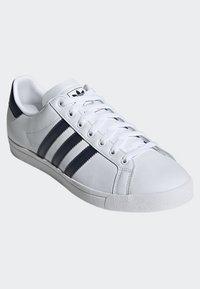 adidas Originals - COAST STAR SHOES - Sneaker low - white - 6