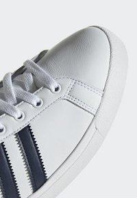 adidas Originals - COAST STAR SHOES - Sneaker low - white - 7