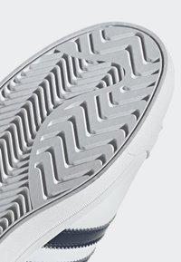 adidas Originals - COAST STAR SHOES - Sneaker low - white - 9