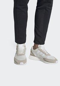adidas Originals - I-5923 SHOES - Baskets basses - white - 0