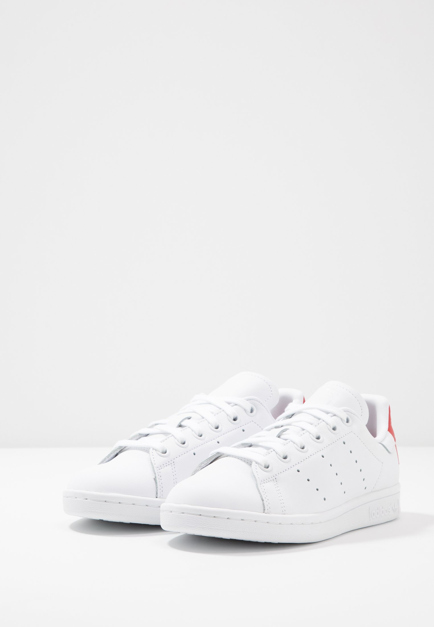 STAN SMITH basses Originals adidas white scarlet HEEL PATCH footwear SHOESBaskets xBWQrCedo