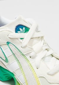 adidas Originals - YUNG-96 CHASM - Sneakers laag - white/multi-coloured - 5