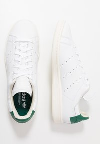 adidas Originals - STAN SMITH HEEL PATCH SHOES - Sneakers basse - footwear white/collegiate green/offwhite - 1