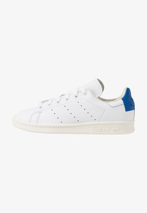 STAN SMITH HEEL PATCH SHOES - Baskets basses - footwear white/collegiate royal/offwhite