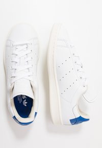 adidas Originals - STAN SMITH HEEL PATCH SHOES - Sneakers basse - footwear white/collegiate royal/offwhite - 1