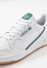 adidas Originals - CONTINENTAL 80 SKATEBOARD SHOES - Baskets basses - footwear white/grey three/collegiate green - 5