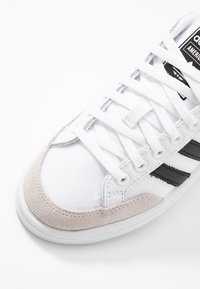 adidas Originals - AMERICANA - Sneakersy niskie - footwear white/core black - 5