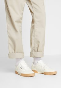 adidas Originals - POWERPHASE - Sneakers laag - offwhite/dark blue - 0