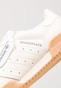 adidas Originals - POWERPHASE - Sneakers laag - offwhite/dark blue - 8