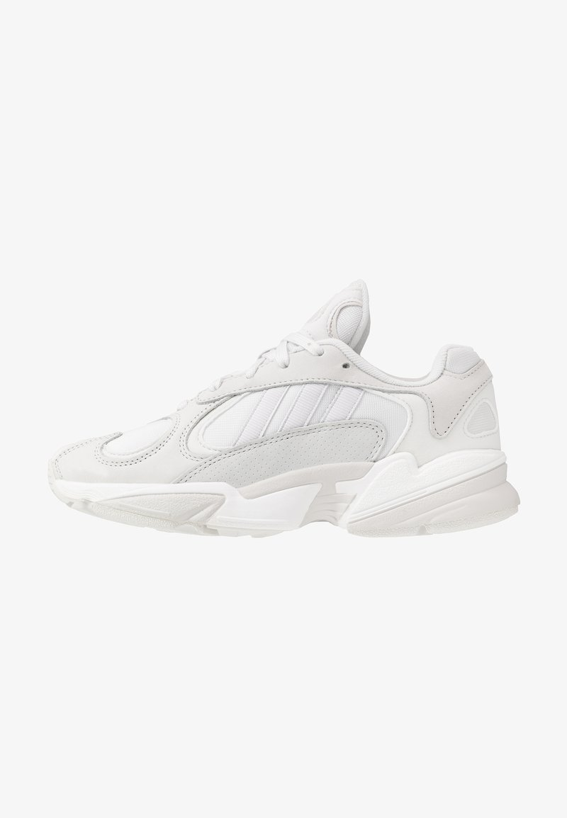 adidas Originals - YUNG 1 - Sneakersy niskie - crystal white/grey one/core black