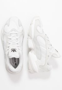 adidas Originals - YUNG 1 - Sneakers laag - crystal white/grey one/core black - 1