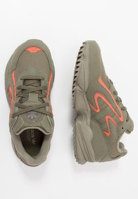 adidas Originals - YUNG-96 CHASM TRAIL - Tenisky - raw khaki/solar red - 1