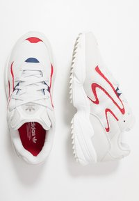 adidas Originals - YUNG-96 CHASM TRAIL TORSION SYSTEM SHOES - Sneakers - crystal white/scarlet - 1