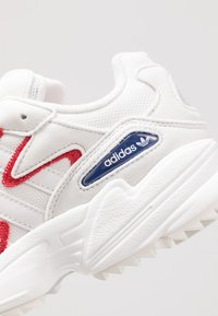 adidas Originals - YUNG-96 CHASM TRAIL TORSION SYSTEM SHOES - Sneakers - crystal white/scarlet - 5