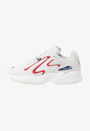 YUNG-96 CHASM TRAIL TORSION SYSTEM SHOES - Sneakersy niskie - crystal white/scarlet