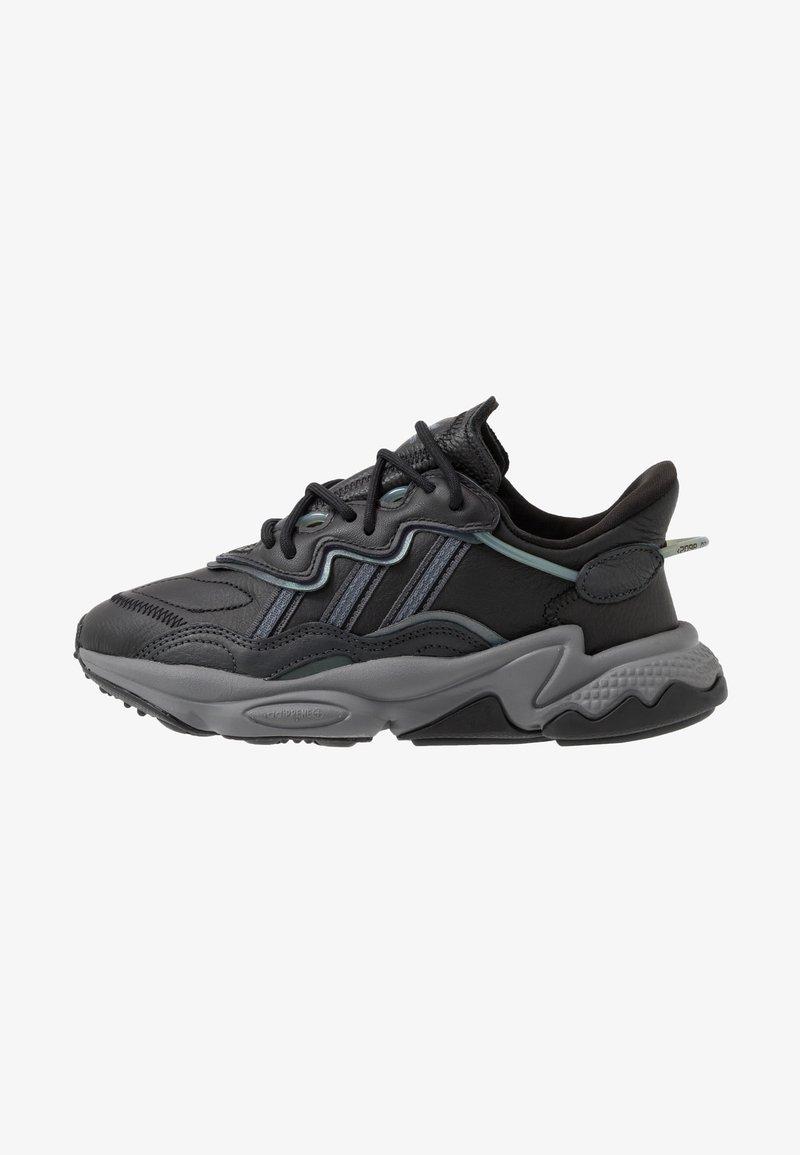 adidas Originals - OZWEEGO - Sneakers laag - core black/grey four/onix