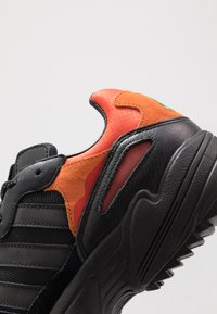 adidas Originals - YUNG-96 TRAIL - Trainers - core black/trace grey metallic/flash orange - 5