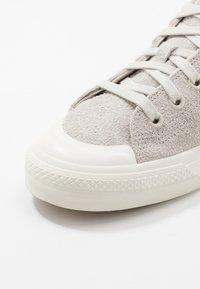adidas Originals - NIZZA  - Sneakers laag - raw white/offwhite - 5