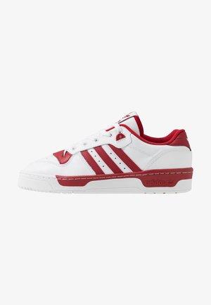 RIVALRY - Sneaker low - footwear white/active maroon