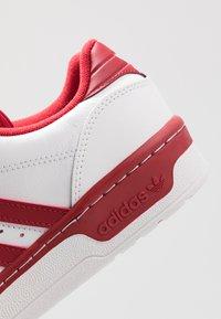 adidas Originals - RIVALRY - Tenisky - footwear white/active maroon - 5