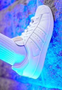 adidas Originals - SUPERSTAR - Joggesko - footwear white/crystal white - 7