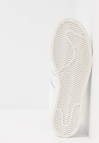adidas Originals - SUPERSTAR - Sneakers laag - footwear white/crystal white